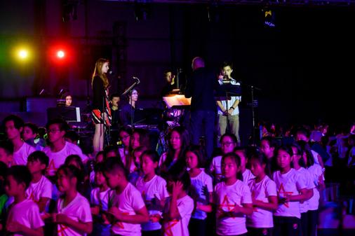"""700名学生与世界知名艺术家联袂演出_""""惠灵顿艺术节""""精彩纷呈"""